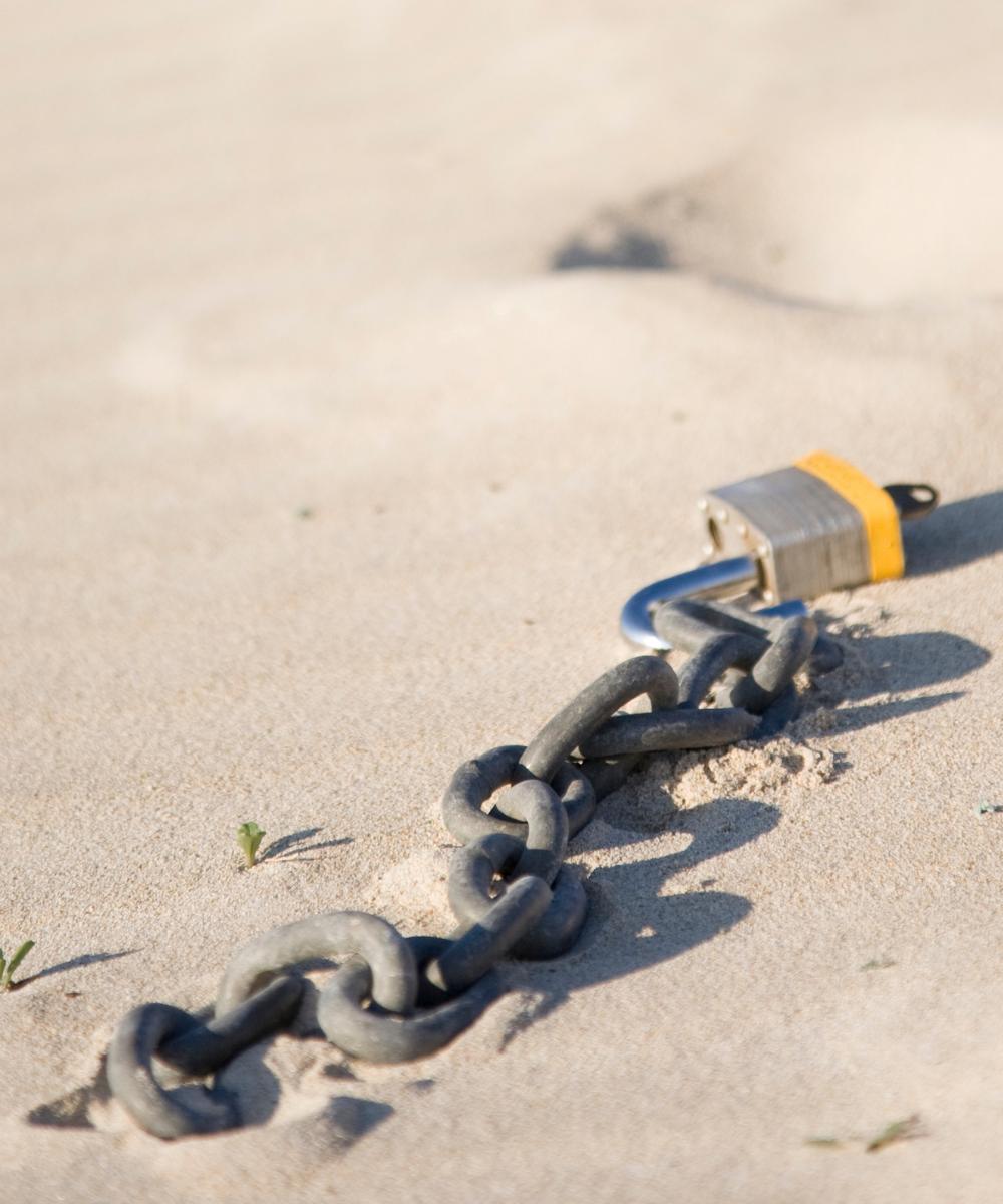 breaking free-chain in sand-TTD